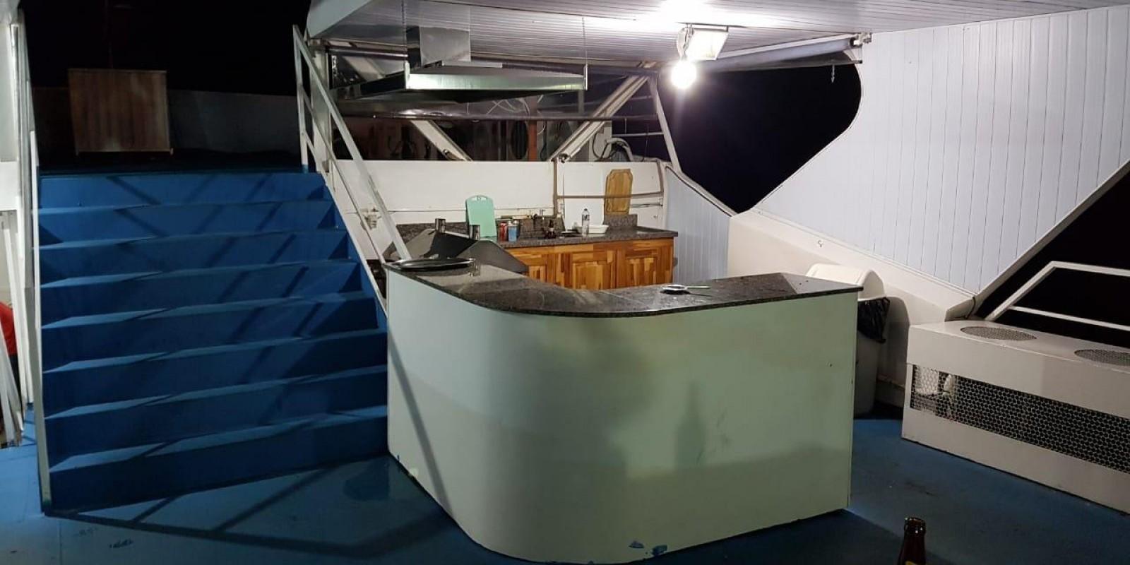 BARCO HOTEL SPORT FISHING / CACERES - Foto 1 de 14
