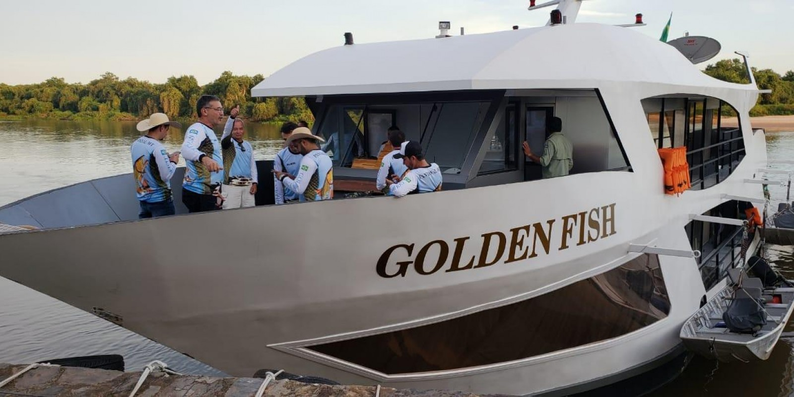 Barco Hotel Golden Fishing - Caceres.