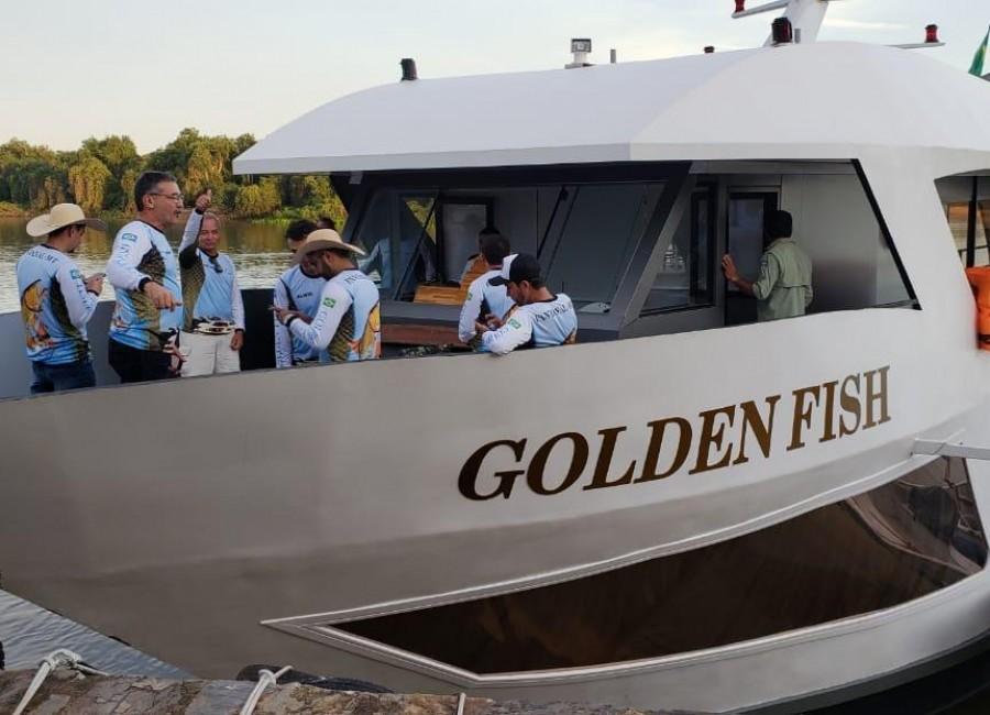 Barco Hotel Golden Fishing - 12 pessoas