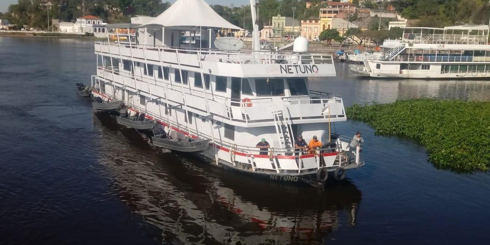 Barco Hote Netuno - Corumba - Rio Paraguai